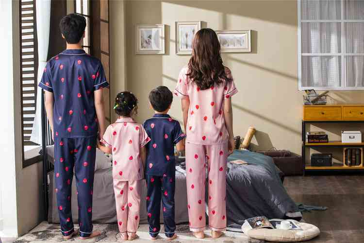 Pink And Blue Strawberry Short-sleeved Thin Section Ice Silk Parent-child Pajamas Suit on sale 3