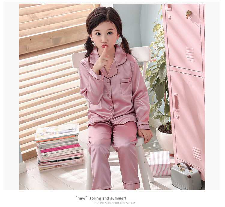 New pajamas for a family of three cartoon ice silk long-sleeved spring and autumn family suit on sale 7